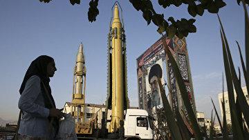 Твердотопливная ракета Ghadr-H на площади Бахарестан в Тегеране, Иран