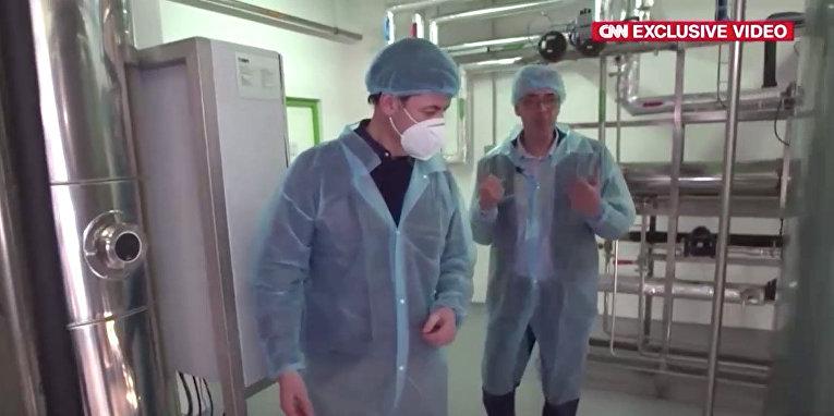 Внутри новой российской фабрики по производству вакцины против covid-19
