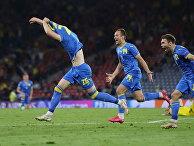 Евро-2020. Матч Швеция - Украина. Украинские футболисты радуются забитому голу