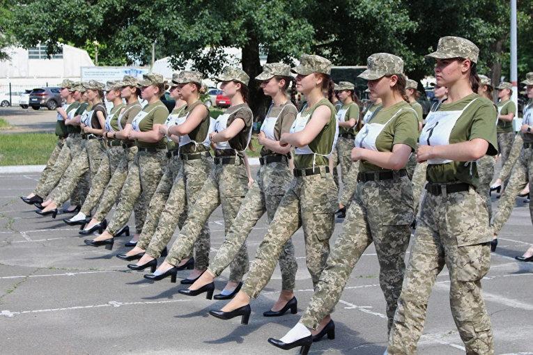 Подготовка военнослужащих к параду 24 августа