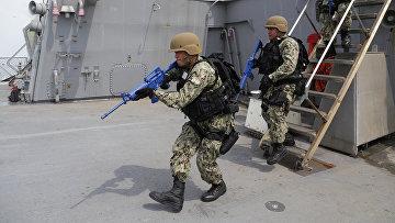 Морские пехотинцы США во время военных учений Sea Breeze