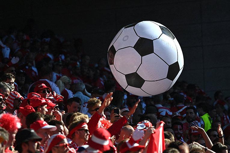 Датские болельщики на стадионе в Копенгагене