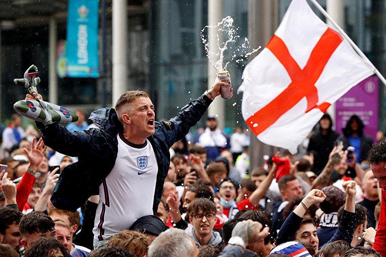 Британские болельщики в Лондоне
