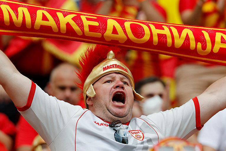 Болельщик из Македонии на стадионе в Бухаресте
