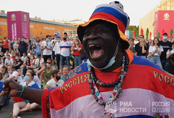 Просмотр матчей ЧЕ-2020 по футболу в фан-зоне Санкт-Петербурга