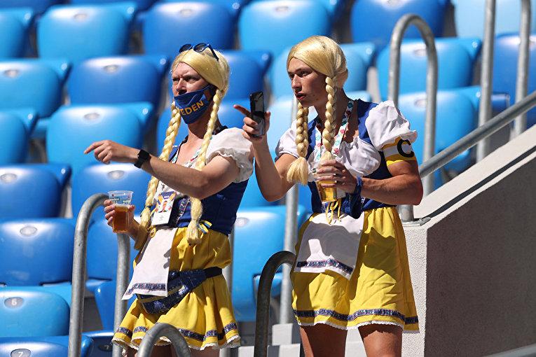 Шведские болельщики на стадионе в Санкт-Петербурге