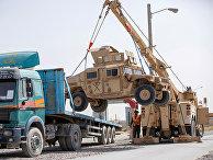 Погрузка военной техники во время вывода войск США в Кандагаре, Афганистан