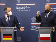 Министр иностранных дел Германии Хайко Маас и министр иностранных дел Польши Збигнев Рау во время встречи в Варшаве
