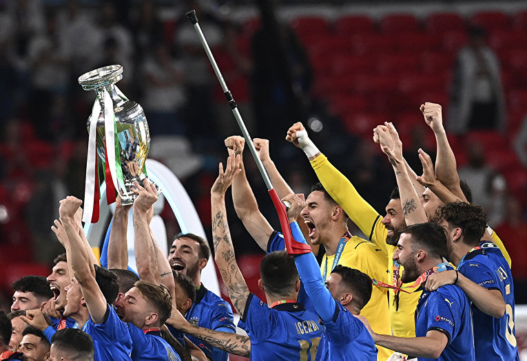 Сборная Италии празднует победу на Евро-2020