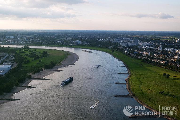 Река Рейн в Дюссельдорфе, Германия
