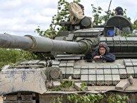 Танк Т-80 во время учений на острове Сахалин