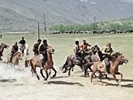 """Жители Таджикистана участвуют в конных состязаниях """"Бузкаши"""""""