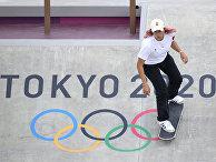 Андреа Бенитес в финале женского уличного скейтбординга на летних Олимпийских играх 2020 года в Токио