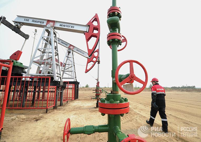 Добыча нефти в городах Ханты-Мансийского автономного округа
