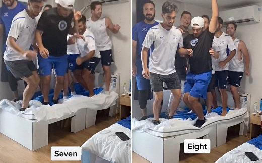 Олимпийцы доломали картонную «антисекс» кровать