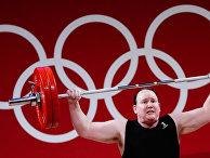 Лорел Хаббард (Новая Зеландия) на соревнованиях по тяжелой атлетике среди женщин в весовой категории свыше 87 кг на XXXII летних Олимпийских играх