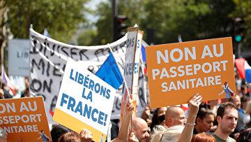 Протесты против ковид-пропусков в Париже