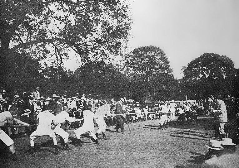 Перетягивание каната. Олимпийские игры 1900 года