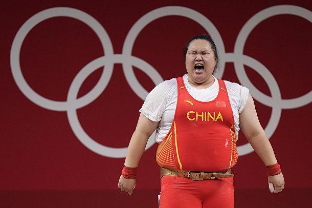 Китаянка Ли Вэньвэнь празднует победу