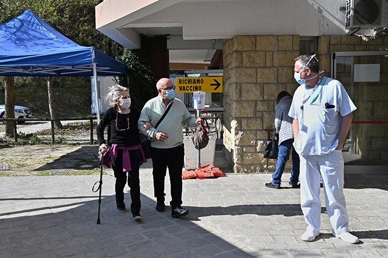 Вакцинация российской вакциной Спутник V в больнице в Кайлунго, Сан-Марино