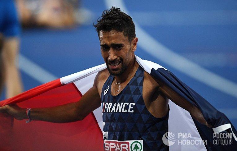 Морхад Амдуни (Франция) на финише забега среди мужчин на 10000 метров на чемпионате Европы по легкой атлетике в Берлине