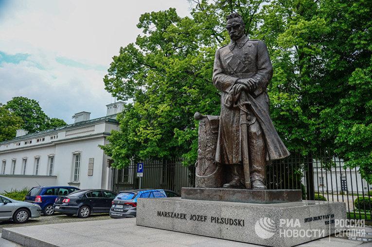Памятник маршалу Юзефу Пилсудскому