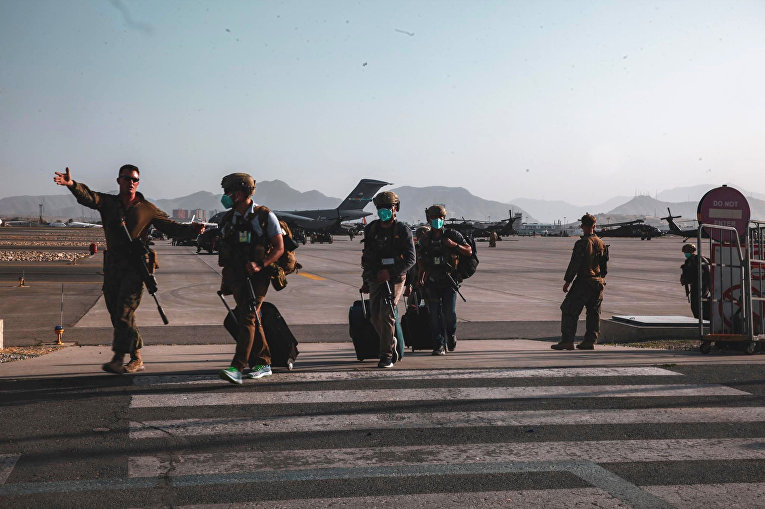 Американские военные в Международном аэропорту Хамида Карзая, Кабул, Афганистан