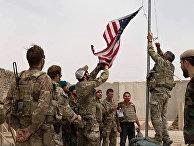 Церемония спуска флага в лагере Антоник, провинция Гильменд, Афганистан