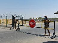 Узбекские солдаты на контрольно-пропускном пункте недалеко от Термеза, Узбекистан