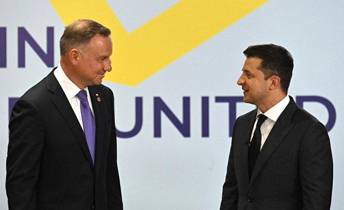 Президент Украины Владимир Зеленский и президент Польши Анджей Дуда на саммите «Крымская платформа» в Киеве