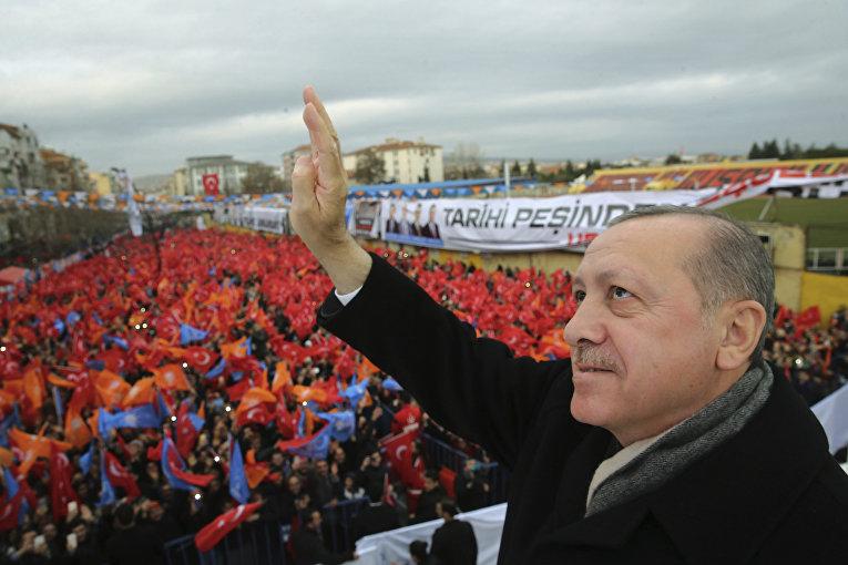 Президент Турции Реджеп Тайип Эрдоган во время обращения к своим сторонникам в Усаке в западной Турции. 20 января 2018
