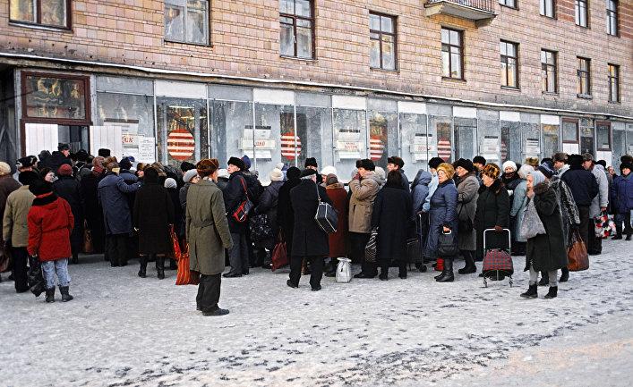 Очередь в московский продуктовый магазин в 1991 году