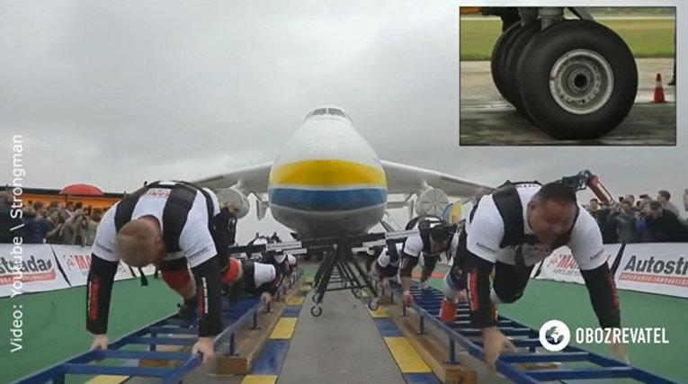 """Рекорд! Украинские стронгмэны сдвинули с места Ан-225 """"Мрия"""""""