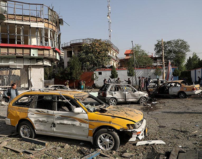 Автомобили, пострадавшие в результате взрыва в Кабуле, Афганистан