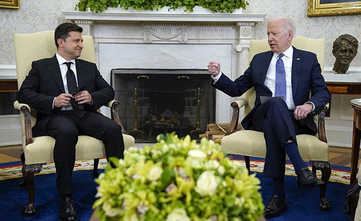 Президент Украины Владимир Зеленский и президент США Джо Байден в Овальном кабинете в Вашингтоне
