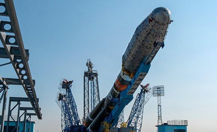 """РН """"Союз-2.1б"""" установлена на стартовом столе космодрома Восточный"""