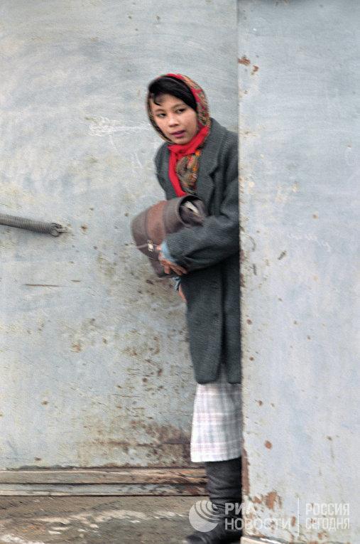 Девушка в платке. Узбекистан