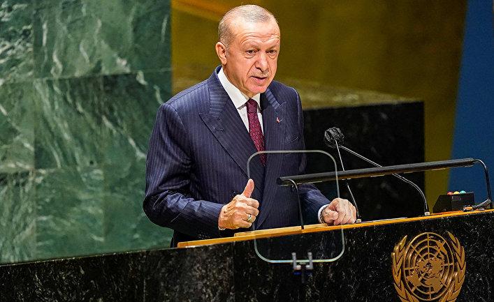 Президент Турции Тайип Эрдоган выступает на 76-й сессии Генеральной Ассамблеи в Штаб-квартире ООН в Нью-Йорке