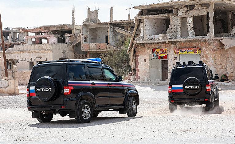 Автомобили российских военослужащих в Деръа, Сирия