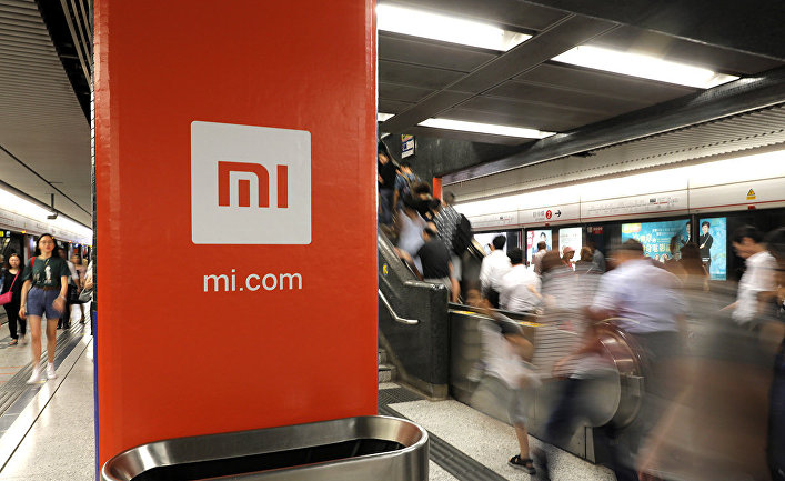Реклама Xiaomi на станции метро в Гонконге