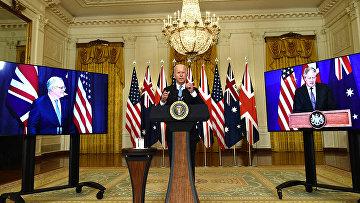 Президент США Джо Байден участвует в виртуальной пресс-конференции с премьер-министром Великобритании Борисом Джонсоном и и премьер-министром Австралии Скоттом Моррисоном