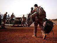 """Французский солдат во время операции """"Бархан"""" в Гао, Мали"""