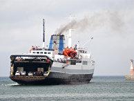 Заход судна паромной переправы  в порт Холмск