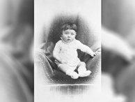 Адольф Гитлер в младенчестве