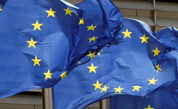 Флаги Европейского союза перед штаб-квартирой ЕС в Брюсселе, Юельгия
