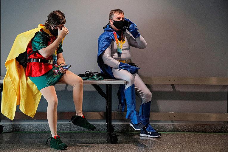 Бэтмен и Робин во время перерыва