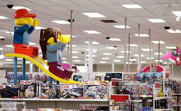 Детские игрушки в магазине Target в Бриджуотер, Нью-Джерси, США