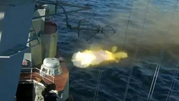 Российские боевые корабли провели тренировочные стрельбы зенитными ракетами в акватории Японского моря