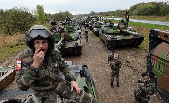 Французские солдаты во время военных учений в Польше