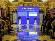 Президент Украины Владимир Зеленский, президент Европейской комиссии Урсула фон дер Ляйен и президент Европейского Совета Шарль Мишель